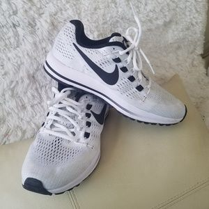 Nike Shoes - Nike shoes size 9